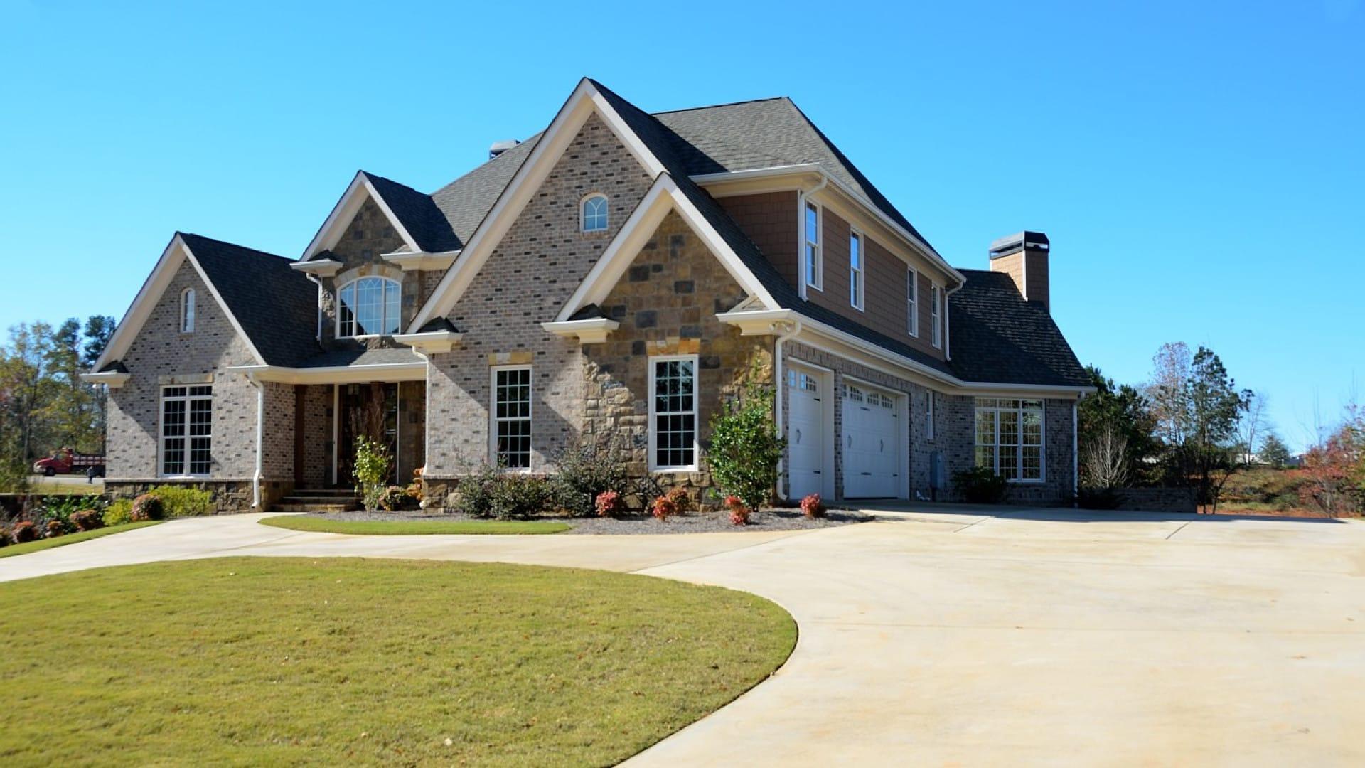 Pourquoi consulter les sites spécialisés avant d'investir dans l'immobilier?